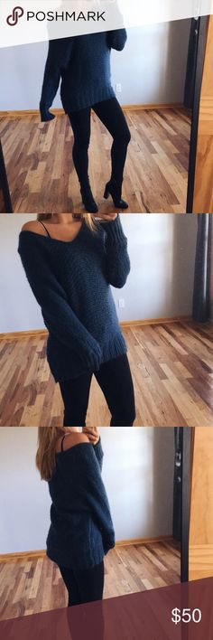 aeo chunky sweater comfy and cute, chunky sweater, size large, gently used and can be worn on a cute coffee date, etc! American Eagle Outfitters Sweaters V-Necks