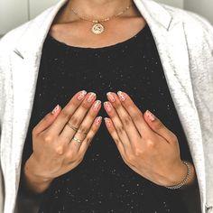 @nails.aguiral | La beaute réside dans la simplicité 💐 Engagement, Nails, Instagram, Manicure, Finger Nails, Ongles, Engagements, Nail, Sns Nails