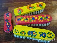 askartelua: äitienpäivä, maalattu juuriharja ja juuresharja crafts: Mother's Day, painted scrubbing brush hantverk: mors dag, målade borsta http://ipanaaskartelua.blogspot.fi/2014/05/maalattu-juuri-tai-juuresharja.html