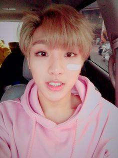 유 희도 (@big_heedo0422) | Twitter  I love when boys wear pink 😍💖