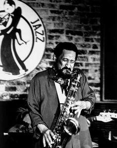 Sonny in a club performance Jazz Artists, Jazz Musicians, Music Artists, Jazz Blues, Blues Music, Sonny Rollins, A Love Supreme, Jazz Lounge, Cool Jazz