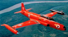 The Red Knight was one of Canada's early aerobatic aircraft, a forerunner to the Canadian Forces Snowbirds that performed for hundreds of audiences during the and Diecast Aircraft Forum Photo Jet Fighter Pilot, Fighter Jets, Military Jets, Military Aircraft, Luftwaffe, Sabre Jet, Fixed Wing Aircraft, Red Knight, Canadian Army