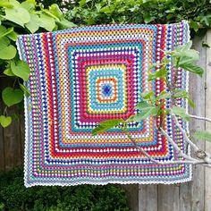 Grannysquare blanket ! #grannysquare#crochet#haken#colourful#virka#biggrannysquare