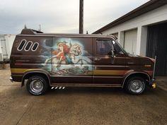 Custom VANS natural BABES & other bad ass transportation. Old School Vans, Day Van, Van Interior, Custom Harleys, Vintage Vans, Custom Vans, Impala, Van Life, Recreational Vehicles