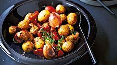 Cocotte de grenailles, ail et tomates confites d'Eric Frechon French Food, Vegan, Tandoori Chicken, Potato Salad, The Cure, Healthy Recipes, Healthy Food, Lunch, Vegetables