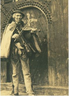 Polish Folk Art, Culture, My Heritage, Vintage Photographs, Old Pictures, Traditional Outfits, Costumes, Statue, Lithuania