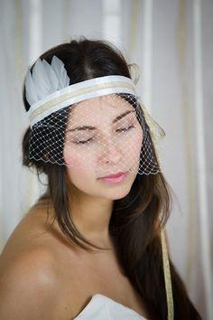 Headband plumes, ruban de satin et voilette par Les Dormeuses de Madapolam