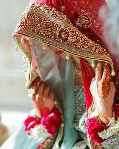 We are presenting for you various types of wedding veil styles (Ghunghat Styles) that you can don the day of your wedding. Bridal Poses, Bridal Photoshoot, Bridal Veils, Wedding Veils, Bridal Chura, Backless Wedding, Wedding Hair, Bridal Hair, Lace Wedding
