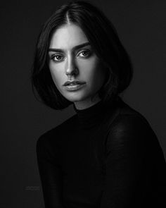 Finest b and w portrait photography ideas! - Finest b and w portrait photography ideas! Dark Portrait, Portrait Sombre, Pose Portrait, Female Portrait, Senior Portraits, Artistic Portrait Photography, Portrait Photography Poses, Photography Women, Amazing Photography