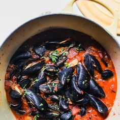 Check out Steamed Mussels in Tomato Broth recipe and more from Sur La Table! Clams And Mussels Recipe, Mussels Recipe Tomato, Chilli Mussels, Grilled Mussels, Mussels Marinara, Clam Recipes, Steamed Mussels, Spicy Recipes, Recipes