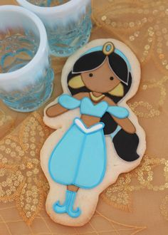 Absolutely adorable & PERFECT Princess Jasmine sugar cookies by the fabulous Sweetopia.