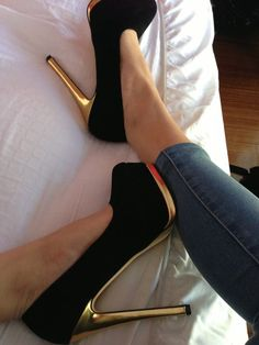 Fashion black with metal high #heel shoes @Gabby Meriles Meriles Maureen Heels Tumblr, Dress And Heels, Leggings And Heels, High Shoes, Shoes Heels, Shoe Boots, Gold Shoes, Black Shoes, Pretty Shoes