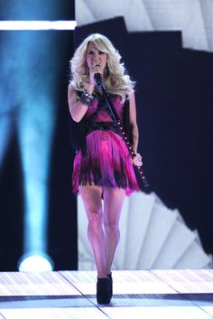 Cant not love Carrie Underwood, she looked amazing at the cmas