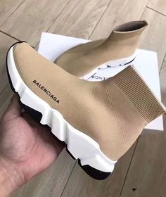 41 Stylish Shoes Fashion To Look Cool - Shoes Styles & Design Sneakers Mode, Sneakers Fashion, Fashion Shoes, Shoes Sneakers, Sock Shoes, Shoe Boots, Flat Shoes, Pretty Shoes, Cute Shoes