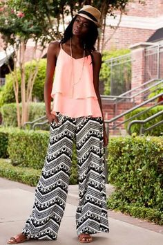 Carriere Chevron Palazzo Pants- A black & white tribal chevron pattern gives a bohemian feel to these palazzo pants with an elastic waistband Summer Outfits, Casual Outfits, Cute Outfits, Summer Clothes, Plazzo Pants, Look Jean, Love Fashion, Womens Fashion, Fashion Ideas
