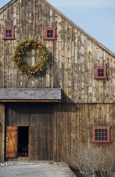Beautiful Old Barn--A Simpler Thyme. Oh, the stories this old barn could tell. Farm Barn, Old Farm, Country Barns, Country Life, Country Living, Country Roads, Barns Sheds, Farms Living, Red Barns