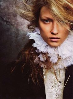 Feathers of Leather - Fanciful Accessories by Anne Holm Alexandersen (GALLERY)