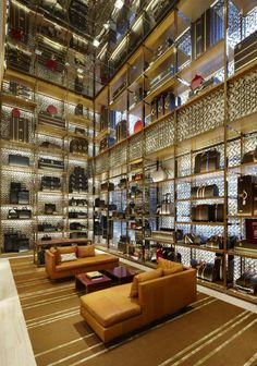 Gorgeous Louis Vuitton flagship store interior design by Peter Marino, featured on 2016 A 100 list #decoratingideas #interiorarchitecture #interiordesigner More inspiration at http://www.brabbu.com/en/inspiration-and-ideas/interior-design/2016-100-list-peter-marino-decoration-ideas