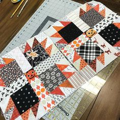 And because you can't have too many quilts going at once, The beginnings of a scrappy Halloween quilt. This is totally inspired by @makervalley 's AMAZING and dreamy quilt. I'm 5 block in, and I think I'll be making 30. Time to dig up some more scraps! 🕷#halloweenquilt #bearpawquilt