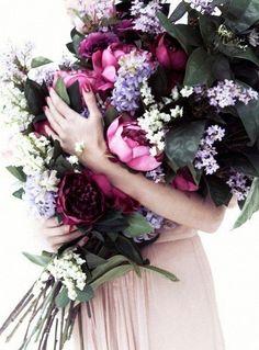 ♆ Blissful Bouquets ♆ gorgeous wedding bouquets, flower arrangements & floral centerpieces - flower bouquet in purples My Flower, Fresh Flowers, Beautiful Flowers, White Flowers, Beautiful Places, Arte Floral, Floral Arrangements, Flower Arrangement, Floral Centerpieces