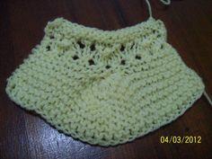 Material - lã tipo família, agulha 5 ou 5,5 Colocar 30 pontos na agulha e tricotar 7 cordões de tricô. A seguir fazer: - 10 tr., passa...