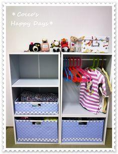 ぴっぴくんのベビー服やオムツなどの収納のスペースを作りました。我が家は、まだ子供部屋を作らないのでとりあえずの収納スペースということでカラーBOXとカゴで簡易…