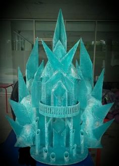 Castillo de hielo frozen Frozen Birthday Theme, Frozen Theme, Frozen Party, Birthday Parties, Christmas Yard, Christmas Themes, Christmas Decorations, Frozen Disney, Torte Frozen