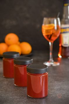 Recipe for a delicious Aperol Orange Geele. Boiled down quickly and easily, very aromatic and fruity. With blood oranges and the Italian aperitif Aperol. Jam Recipes, Crockpot Recipes, Keto Recipes, Dessert Recipes, Dinner Recipes, Desserts, Chutneys, Aperol Orange, Orange Sanguine