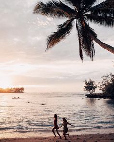 Hawaii Travel Bucketlist - Kawela Bay, Oahu - Watch the sunset on the North Shore and maybe even spot some turtles! More Hawaii travel ideas on our site! Photography Beach, Beach Please, Jolie Photo, Travel Inspiration, Travel Ideas, Travel Hacks, Travel Tips, Style Inspiration, Hawaii Travel