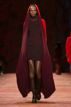 Akris: Fall 2016 RTW. Albert Kriemler presents his latest looks.