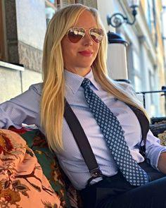 White Shirts Women, Blouses For Women, New Fashion, Girl Fashion, Womens Fashion, Cute Asian Girls, Women Wearing Ties, Pin Up Girl Vintage, Vestidos