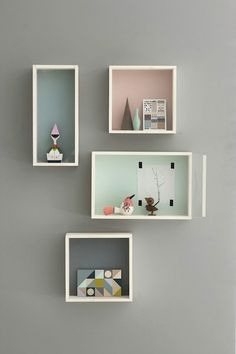 muur-kubus-kistjes, grey wall, pastel accents I'll paint my wall in a light grey like this, so this may be perfect colors for decoration...