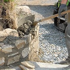 How to make a natural stone wall? -How to make a low wall .-How to make a natural stone wall?-Comment réaliser un muret en pierre naturelle… How to make a natural stone wall? -How to make a natural stone wall? realization of a trough – # Natural - Stone Fence, Stone Path, Natural Stone Wall, Natural Stones, Rock Plants, Building Stone, Stone Masonry, Dry Stone, Stone Houses
