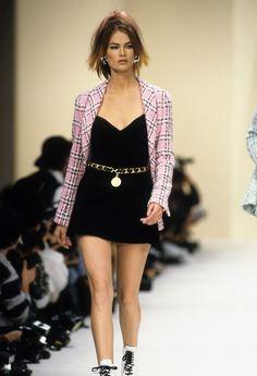 f266ce48e01 Chanel Spring 1994 Ready-to-Wear Fashion Show