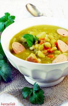 Erbsensuppe nach diesem Rezept schmeckt fast so gut wie von der Bundeswehr. Einfach zu kochen und mit Suppengemüse, Schälerbsen und Speck richtig herzhaft