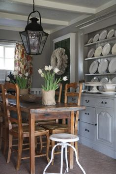 Farmhouse Style, rustic chic dining room
