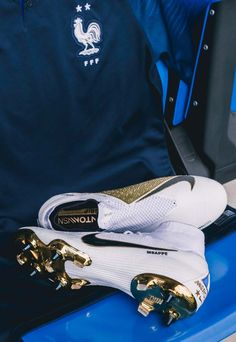 "A Closer Look at the Special Edition France ""White/Gold"" Nike Boots - SoccerBible - Football Girls Soccer Cleats, Nike Cleats, Soccer Gear, Soccer Equipment, Adidas Soccer Boots, Nike Boots, Nike Soccer, Cool Football Boots, Football Shoes"