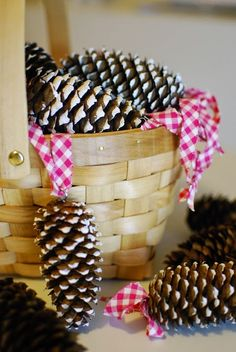 DecoDreamer's Diary: DIY Christmas tree ornament, DIY joulukuusenkoriste, cones, kävyt Wicker Baskets, Diy Christmas, Ornament, Breakfast, Food, Home Decor, Morning Coffee, Decoration, Decoration Home