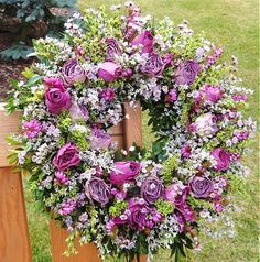 S fialkovými růžemi by Flowers11 - SAShE.sk - Handmade Aranžovanie