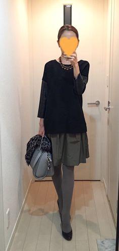 Black sweater: ZARA, Khaki skirt: Nolley's, Bag: GIVENCHY, Purple pumps: Kanematsu