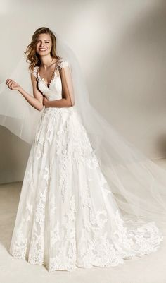 0831921b0d00 Charlote  Ballgown wedding dress in tulle and lace