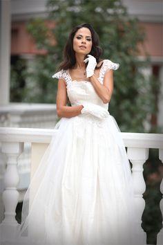 Home - Wedding Inspirations Home Wedding Inspiration, Fashion Shoot, Fashion Beauty, Aisle Style, Inspirations Magazine, Bridal Gowns, Wedding Dresses, Wedding Season, Flower Girl Dresses