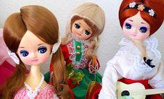 3+pose+dolls+on+shelf.jpg (956×582)