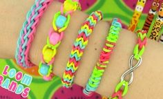How to Make Loom Bands. 5 Easy Rainbow Loom Bracelet Designs without a Loom - Rubber band Bracelets. Rainbow loom bracelet tutorial on How to make loom bands. We are making 5 easy rubber band bracelet designs without a loom. All you need are rainbow loom Rainbow Loom Bracelets Easy, Loom Band Bracelets, Rainbow Loom Charms, Rubber Band Bracelet, Diy Bracelets Easy, Macrame Bracelets, Loom Bands Designs, Loom Band Patterns, Rainbow Loom Patterns