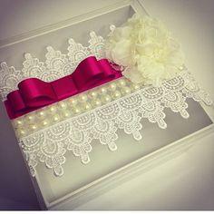 Lindas caixas para lembranças de casamento, um luxo  de @rhaiana_marchiori #garimpandolembrancas #infinitaarte #ideias #casamento #casamentochic #partyideas #matrimonio #encontrandoideias #noivas #caixaparanoivas #umbocadinhodeideias