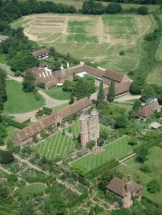 aerial view - Sissinghurst Castle Garden - Sissinghurst Weald of Kent - Vita Sackville-West + Harold Nicolson - Sissinghurst Garden, Vita Sackville West, Museum Studies, Lawn Care Tips, Castles In England, Famous Gardens, English Manor, Garden Architecture, Landscaping Plants