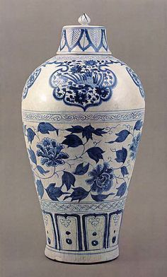 CHINESE__ Porcelain Bottle with Peony Scroll - China, century - Yuan dynasty 元代 Porcelain Ceramics, China Porcelain, Ceramic Art, White Ceramics, Painted Porcelain, Blue And White China, Blue China, Delft, Chinoiserie