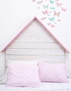 Cabecero infantil de madera con tejado rosa – Cabeceros y madera