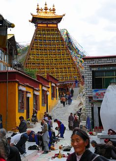Pilgrim route . Sangye Tungu . Lhasa