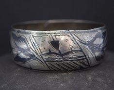 Bijoux Ethnique par GlobalAdornments sur Etsy Cuff Bracelets, Silver, Etsy, Jewelry, Ethnic Jewelry, Objects, Jewlery, Money, Bijoux